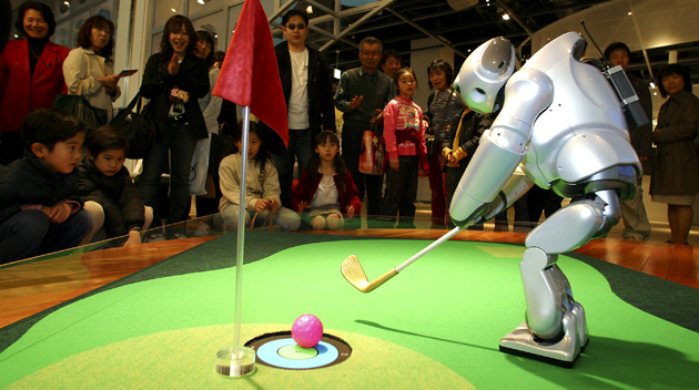 Sony's walking robot, Qrio plays golf in 2004
